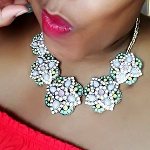 💎Gorgeous and Colorful Floral Neckpiece NWOT